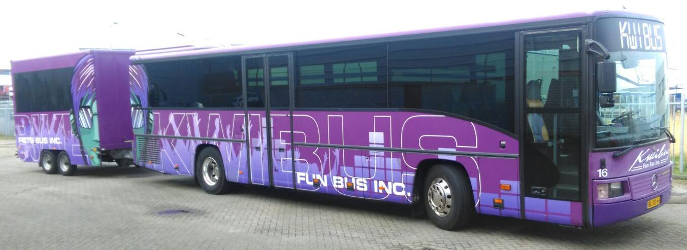 Kwibus bussen bus met aanhanger